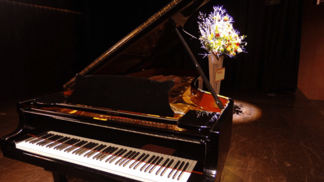 初めてのピアノコンサートで飾る花・贈る花の種類と選び方を解説